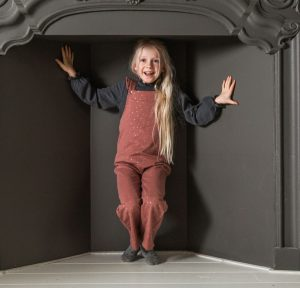 House of Jamie: Girls Dungaree - Dusty Mauve Golden dots